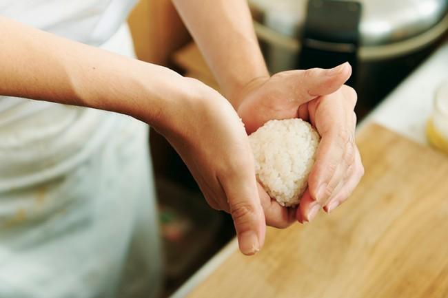 SALON GINZA SABOU、幻の米で作る「究極のおにぎり」発売