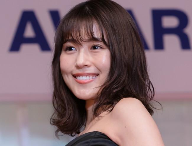 「日本ジュエリー ベストドレッサー賞」表彰式で、輝く美しさを見せた有村架純