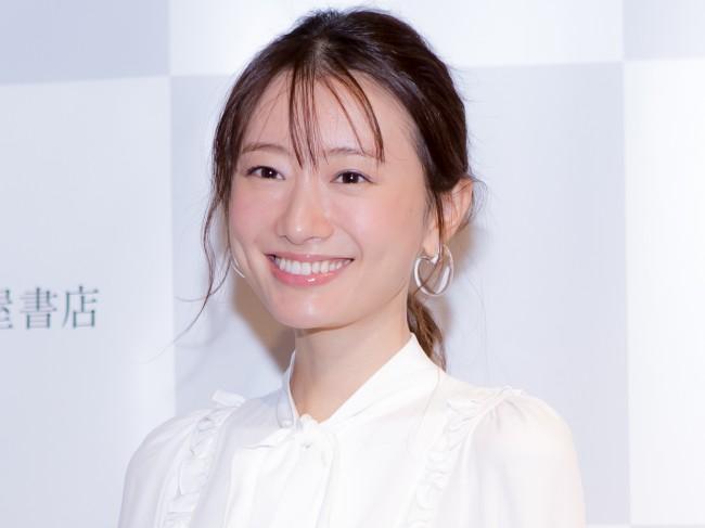 写真集『月刊松本まりか 汀』発売イベントに登場した松本まりか