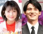 (左から)浜辺美波、岡田健史