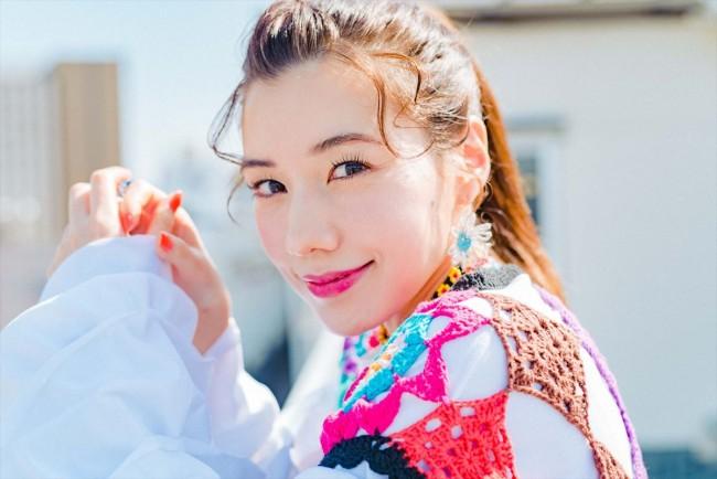 仲里依紗、『映画クレヨンしんちゃん 謎メキ!花の天カス学園』インタビューカット